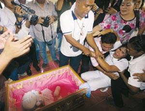 ドラえもんが死亡。タイで葬儀-001