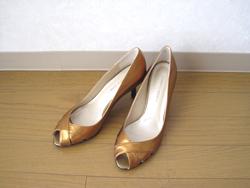 Javari.jp(ジャバリ)ゴールドのパンプス