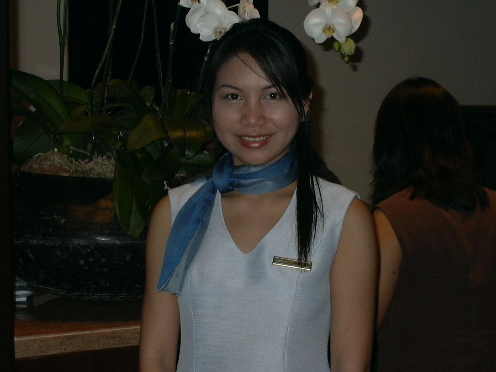 バンコク市内、高級ホテルの美人ホテルウーマンです。(昨年です ...