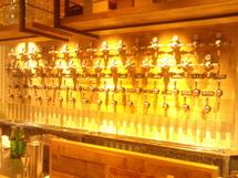 「クラフトマンSendai」では31種類のビールが飲める