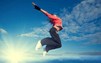 【動画】女の子が塀から飛び降りた結果wwwww