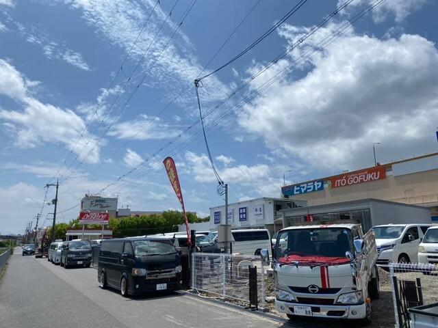 雨あがって本日は晴天!!堺インター店LED外灯工事始まりました!
