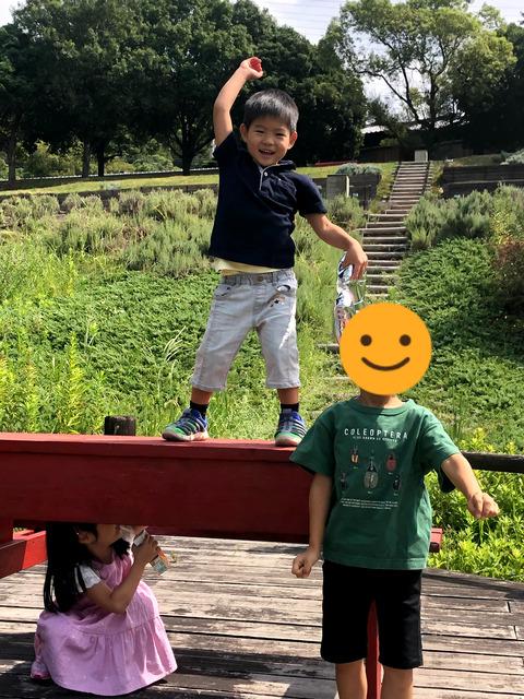 幼馴染と公園で誕生日パーティー!!