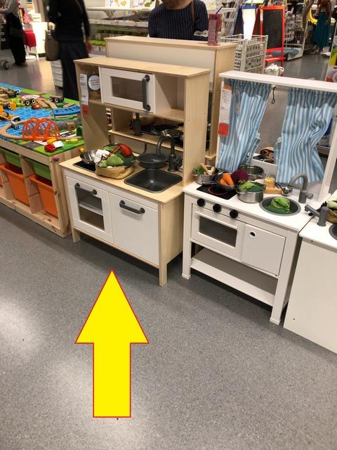 遊ぶまで一苦労! IKEAのキッチン!
