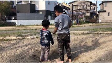 最悪の所業! 砂場で大好きなお兄ちゃんに…。