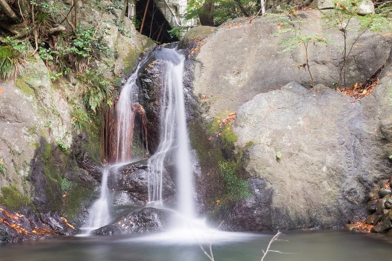 鳩ノ巣渓谷・小さな滝