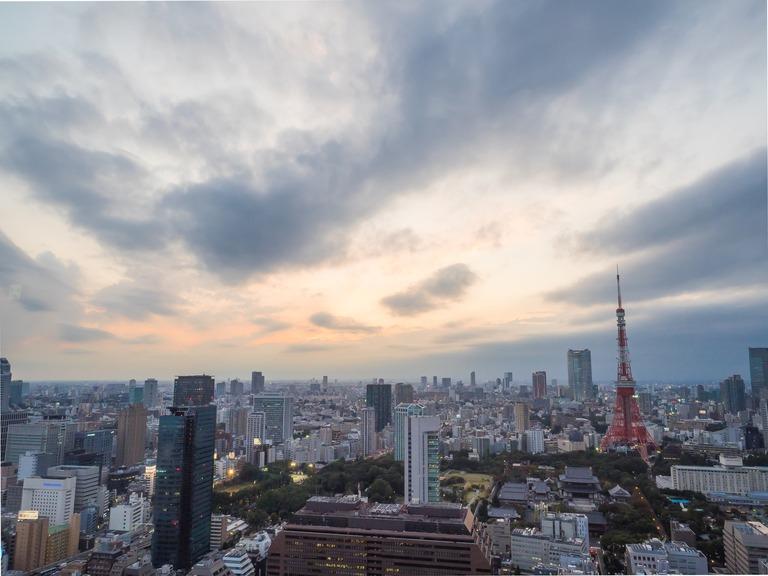 東京貿易センタービルから観る東京タワー20151031-2