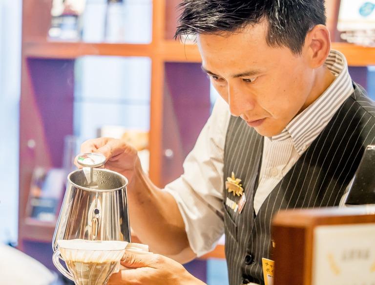 ドトールコーヒーショップ船橋駅南口店‐2(梶真佐巳さん)