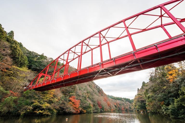 君津市亀山湖の紅葉クルーズ20161211-4(赤い橋)