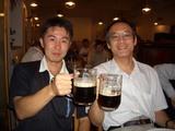 渡部潤一氏(右)と乾杯する小生(左)