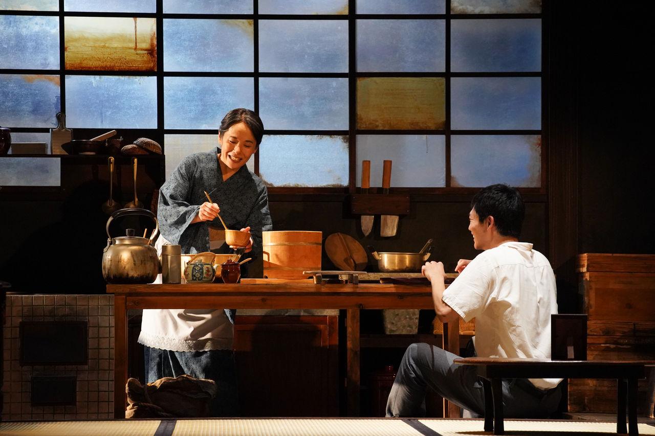 『母と暮せば』舞台写真�みそ汁富田松下