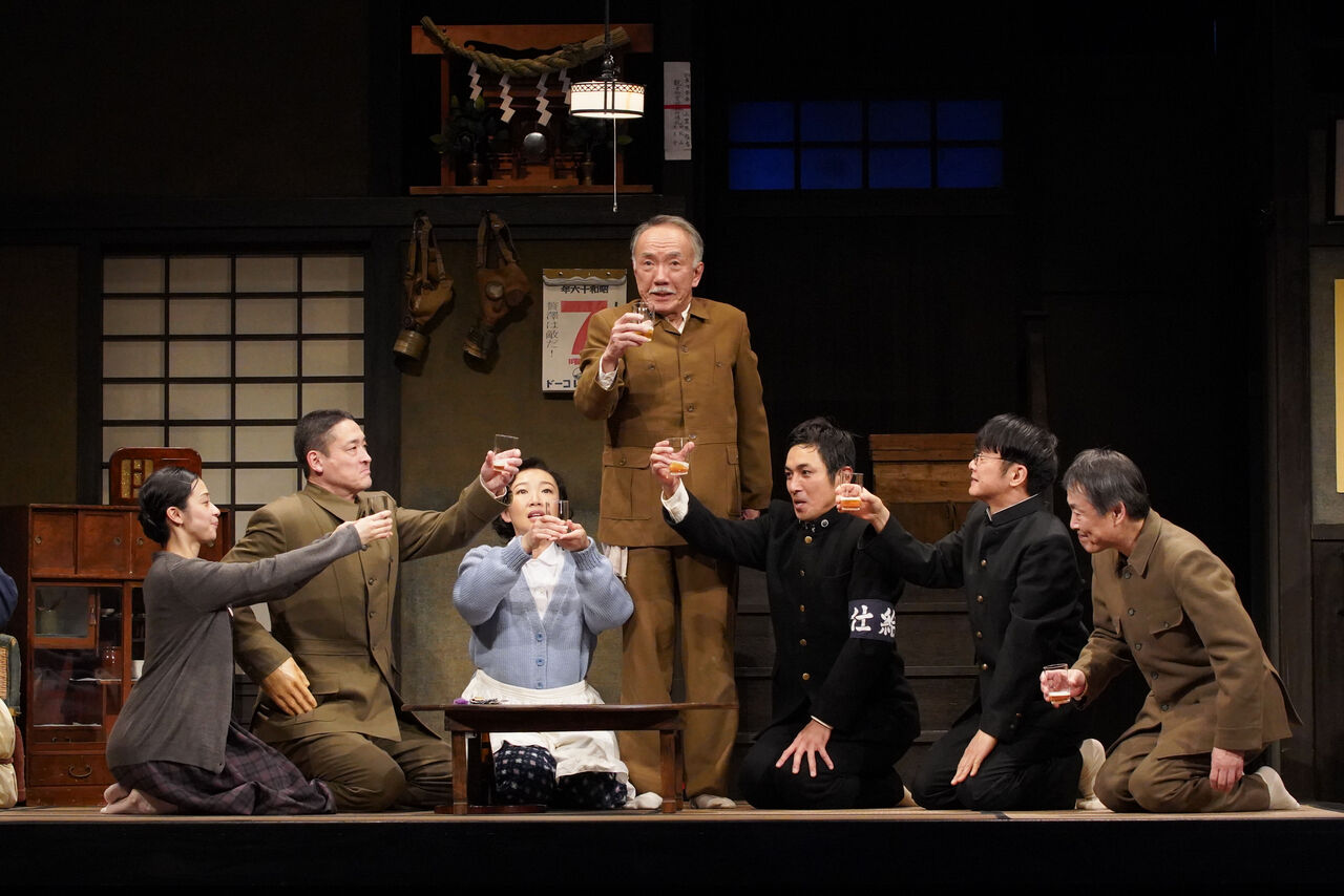 『きらめく星座』舞台写真09乾杯