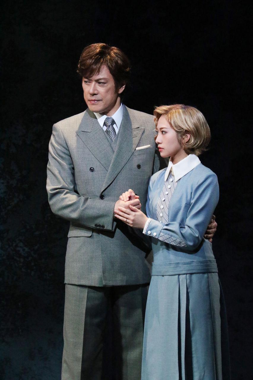 レベッカ涼風桜井手を取り合う夫婦30B_0323