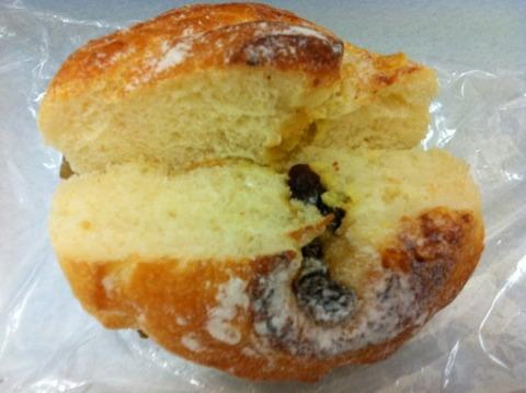カスタードのロールパン