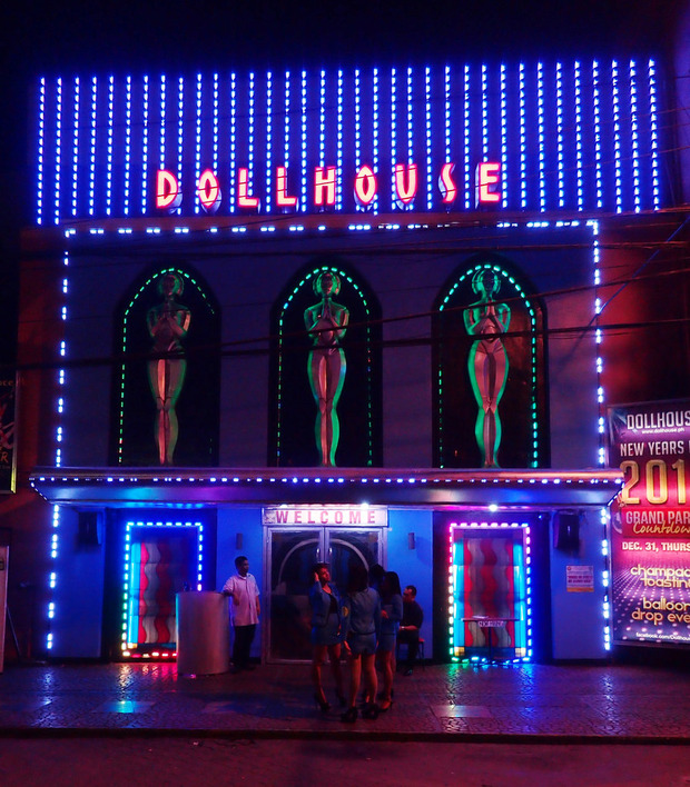 angeles-bar-dollhouse