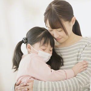 病気の子供と母親