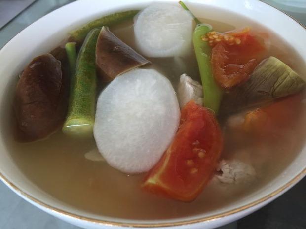 シニガンバブイフィリピン料理 (1)