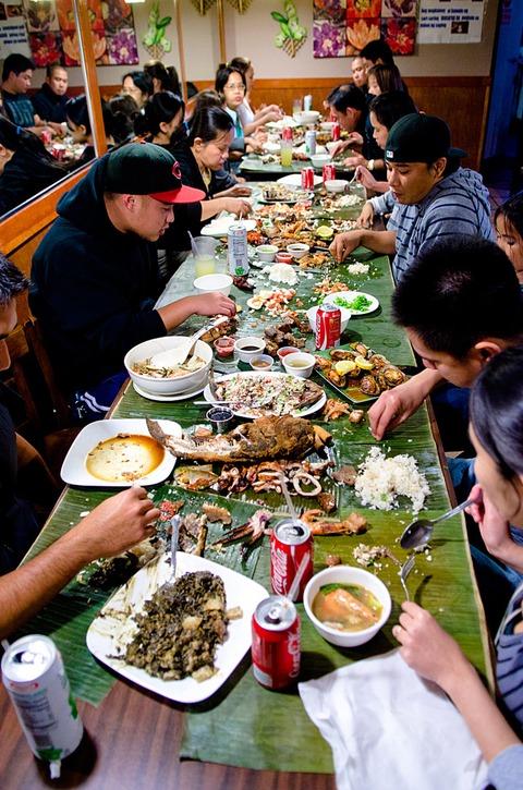 フィリピン人の不思議スプーンとフォーク