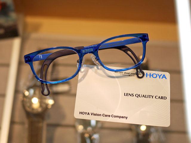 HOYAフェニックス素材の超軽量で割れない安全レンズ