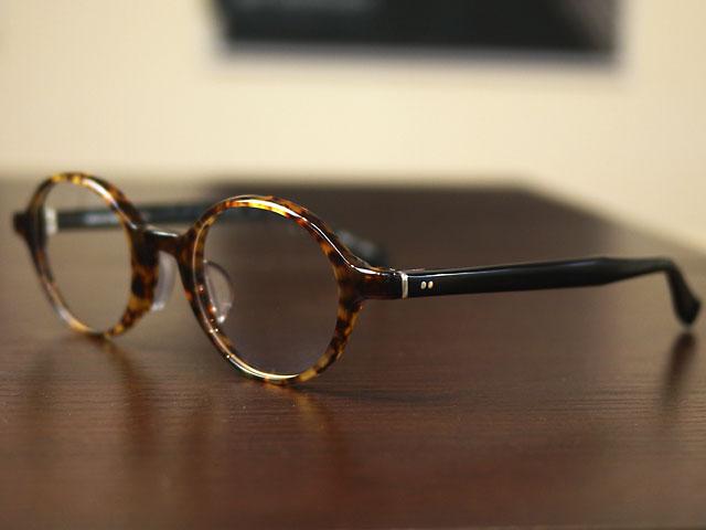 TurningStepターニングステップ丸メガネ、サイドから