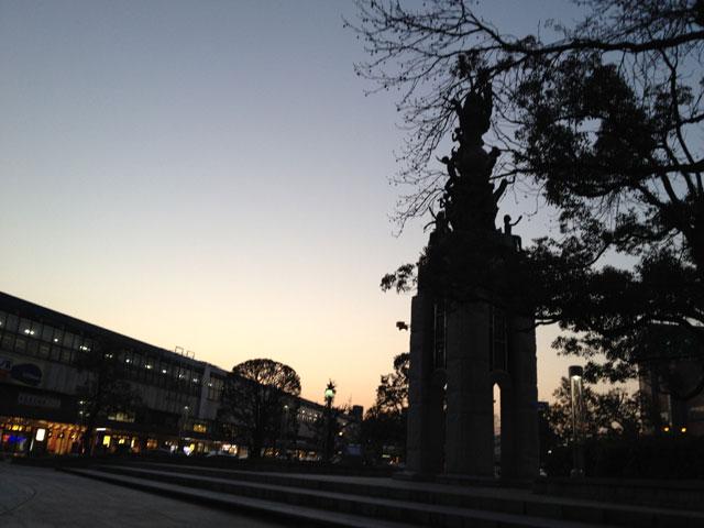 鳥取駅周辺、ロータリーの夕暮れ