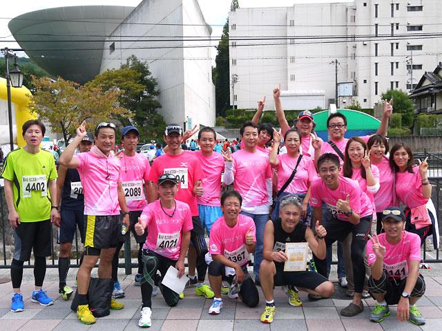 第56回松江玉造ハーフマラソン2013年、ゴール後の集合写真