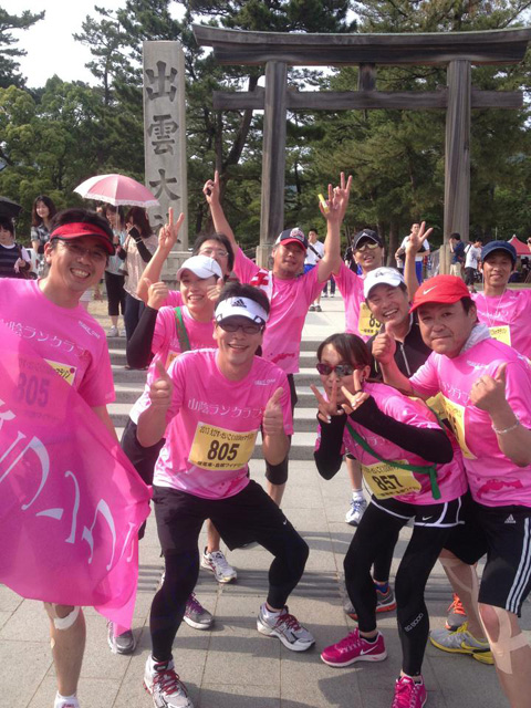 2013えびすだいこく100kmマラソン・出雲大社前の記念写真