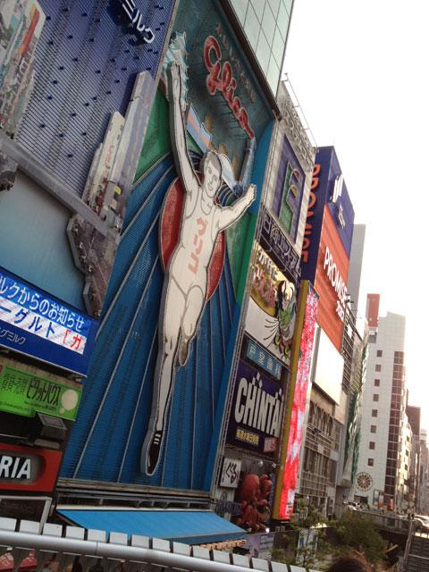 大阪、道頓堀のグリコの看板