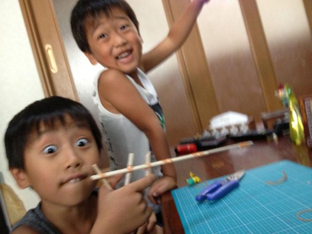 夏休みの工作「割り箸鉄砲」完成!輪ゴムをセットして撃つぞ!
