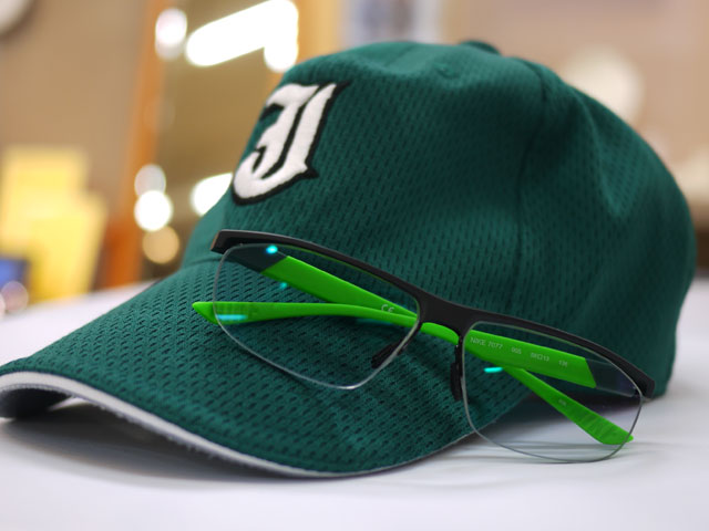 城東グリーンソックス緑グリーン色カラーのスポーツサングラス