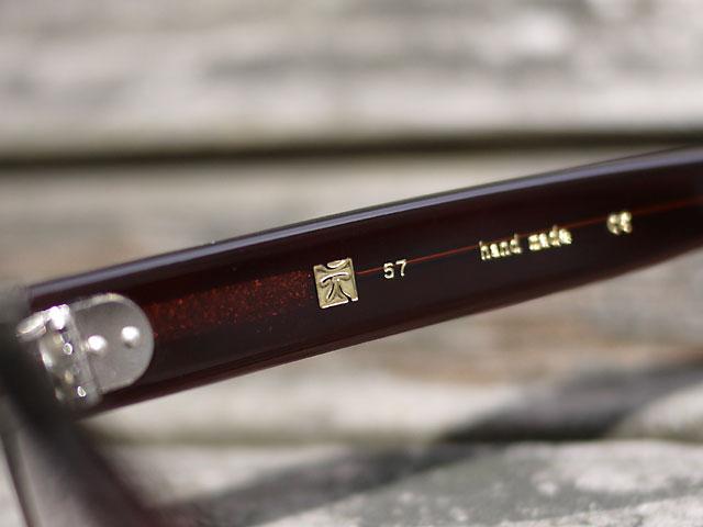 鯖江産のメガネ「元げん」テンプルの刻印、ハンドメイド