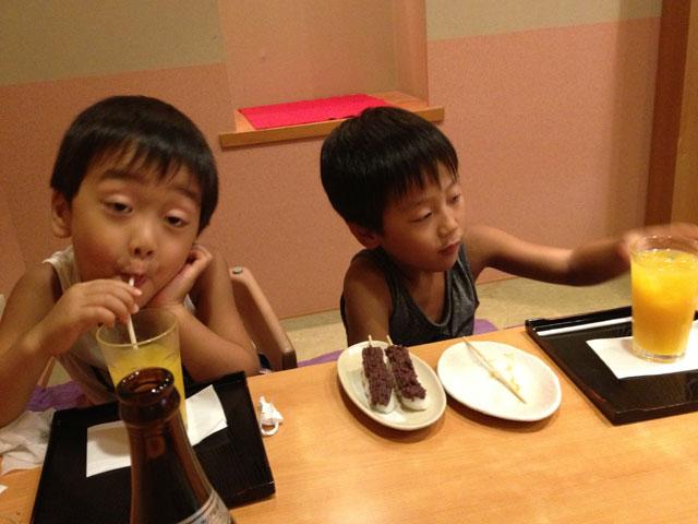 松江市京店の月ヶ瀬にて昼食後のお団子とジュース