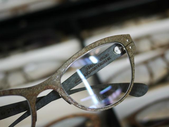 御影石を素材にしたメガネフレーム