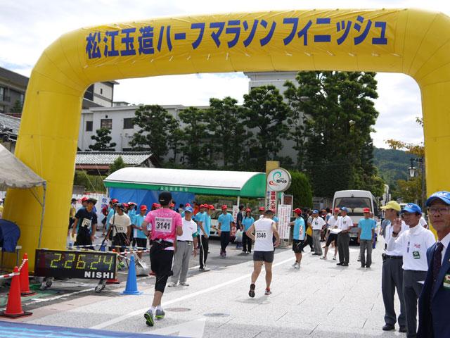 第56回松江玉造ハーフマラソン2013年、ゆ~ゆ前にゴール!