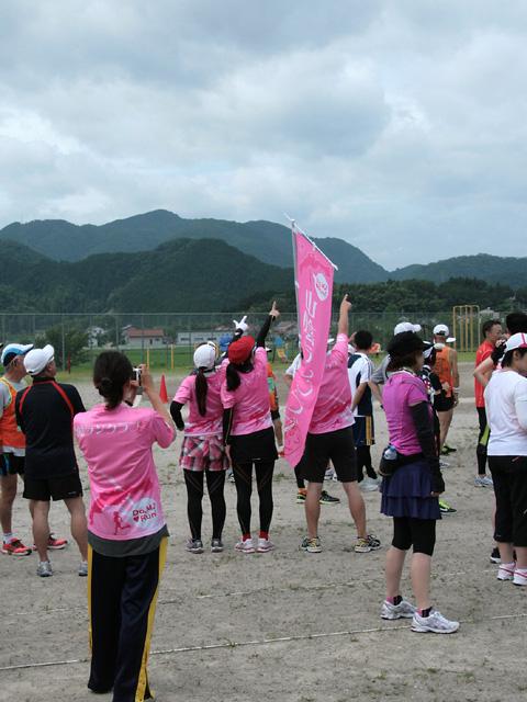 第17回 ピクニックラン桜江 山陰ランクラブ10km組、天を指す