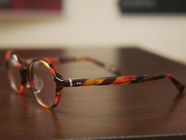 女性にも似合う丸メガネ、クラシカルなおしゃれフレーム