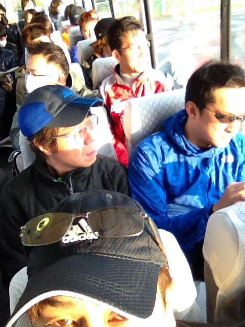 付属小学校から受付まへシャトルバスで移動。鳥取マラソン2014年