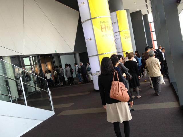 春のメガネ展示会、会場のヒカリエにて「COME」