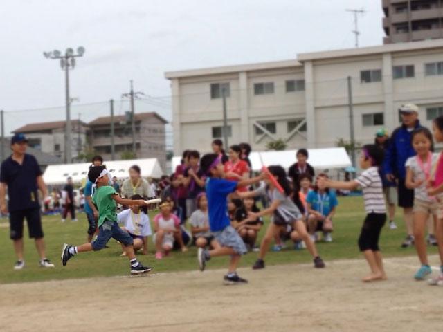 松江市城東地区運動会-総合リレーバトンタッチ