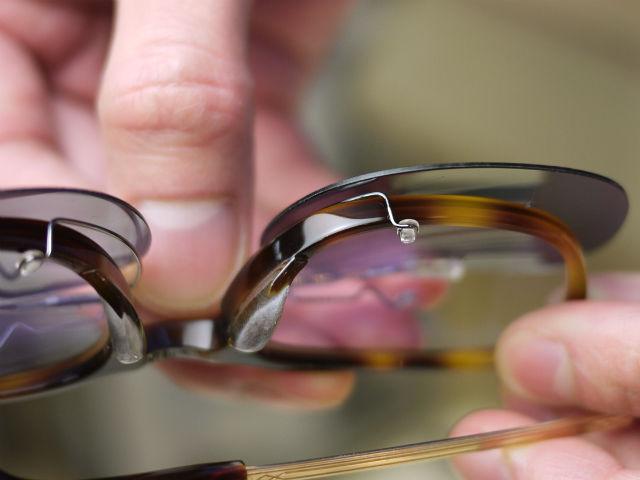 クリップ式偏光レンズ、ワンタッチで簡単取付けできる