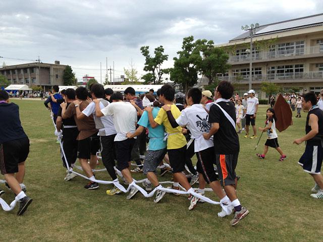松江市城東地区運動会-ムカデ競争