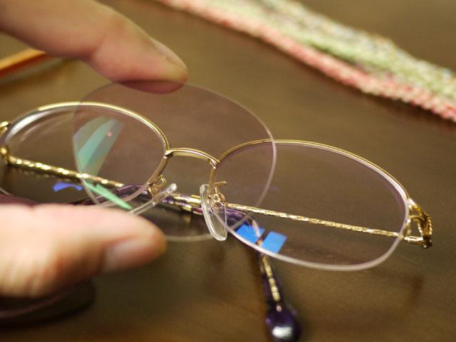 使用中のレンズと玉型変更後のメガネ