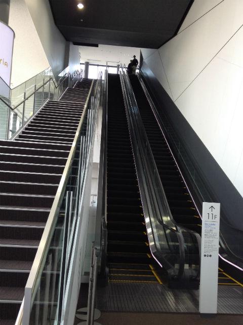 ヒカリエ11階から9階への直通エスカレーター
