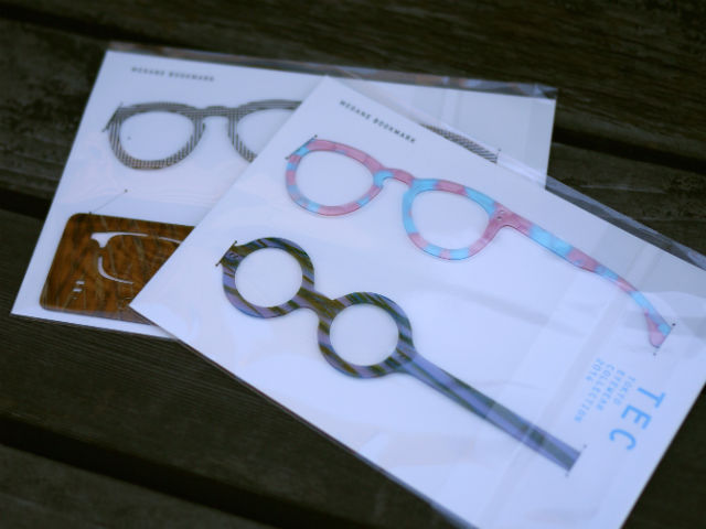 眼鏡の生地アセテートで作られたノベルティしおり