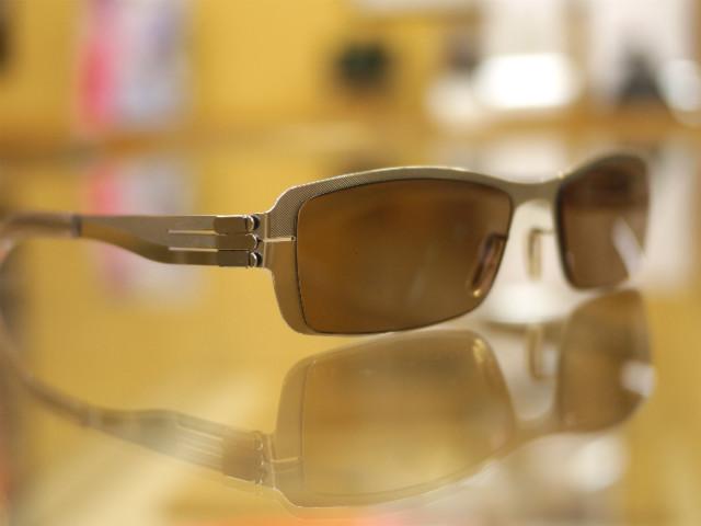 シートメタルで格好いい度付きサングラス完成
