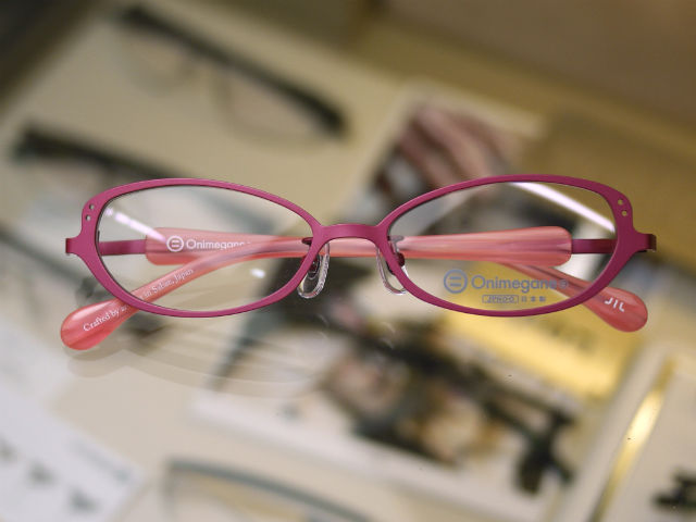 Onimeganeオニメガネ、鯖江で造られる国産眼鏡、可愛いピンク