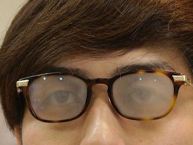 眼鏡レンズが熱い飲み物や食べ物、室内で曇る。