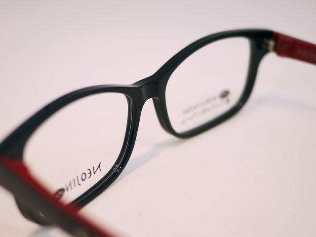 鼻パッドなく眼鏡の跡が付かず軽量でズレにくいフレーム