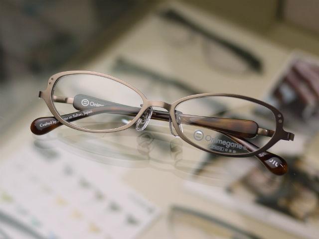 Onimeganeオニメガネ、女性用のおしゃれな国産眼鏡ブラウン