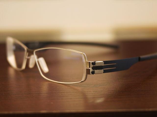 アイシーベルリン坂本龍馬・眼鏡・特徴的なレンズデザインとヒンジ